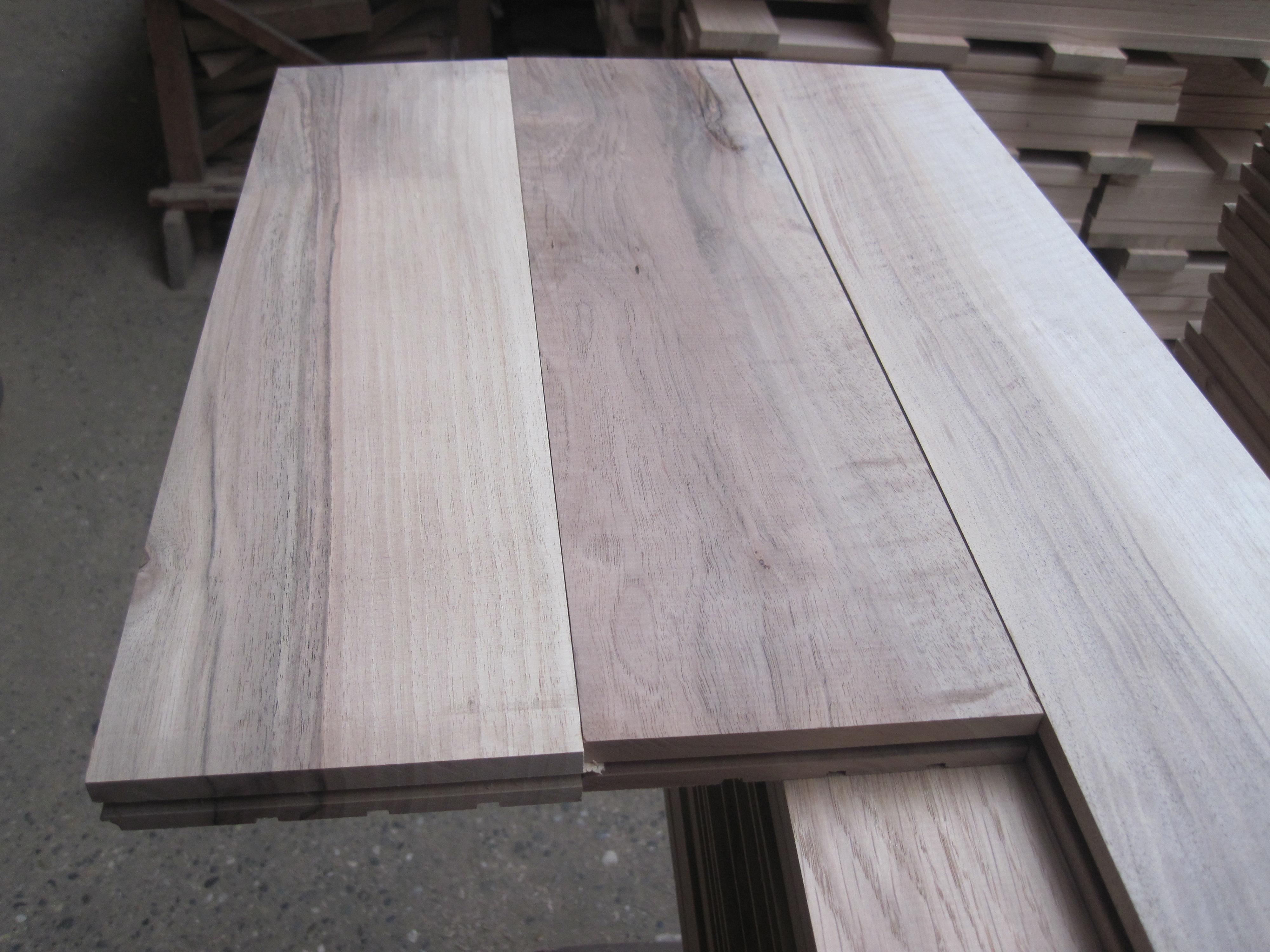 fabrication parquet noyer parquet noyer. Black Bedroom Furniture Sets. Home Design Ideas